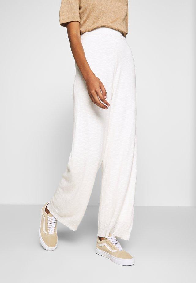 TALIA LN - Spodnie materiałowe - chalk
