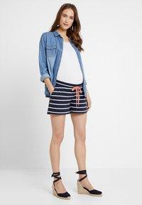 MAMALICIOUS - MLPERA - Shorts - navy blazer/snow - 1