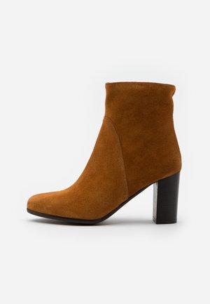GEL - Kotníkové boty - cognac