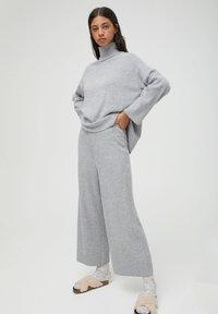 PULL&BEAR - Pantaloni - grey - 1