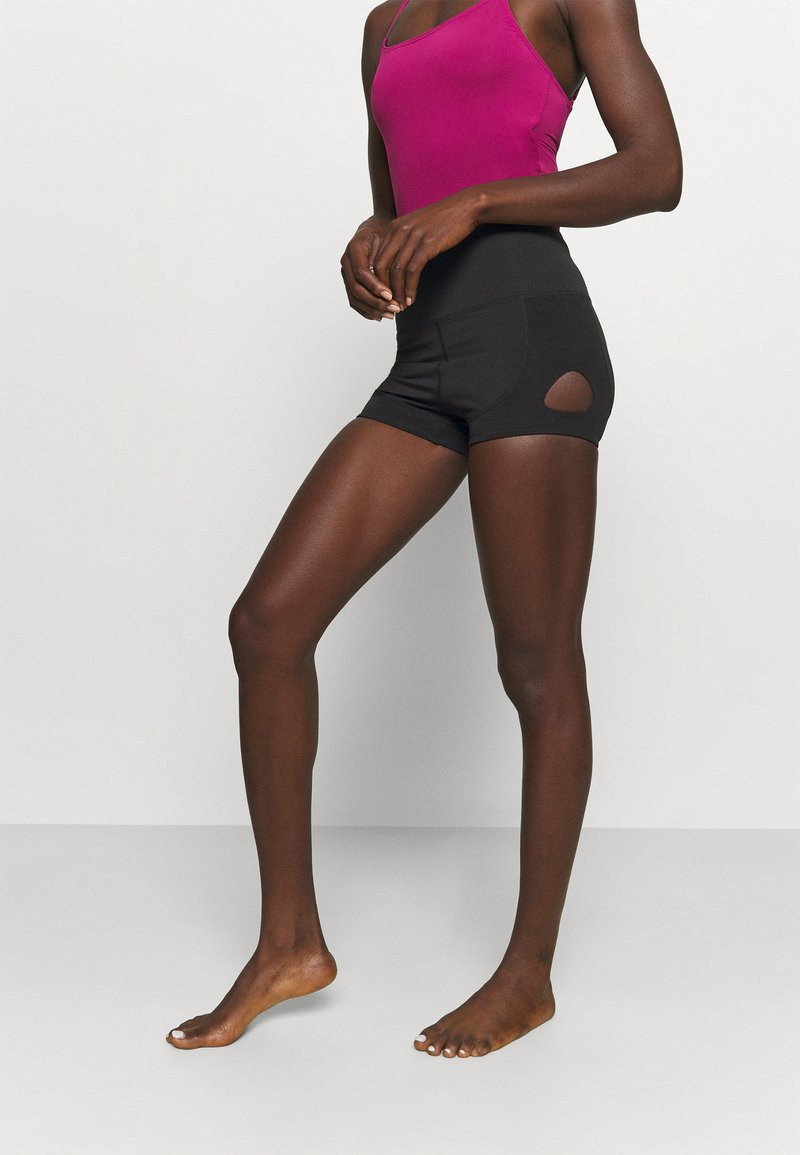 Capezio - KEYHOLE SHORT - Legging - black