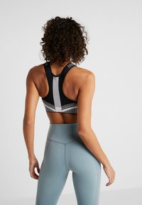 Nike Performance - FLYKNIT BRA - Sports bra - black/pure platinum - 2