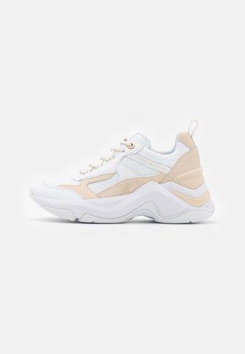 FASHION - Sneaker low - white