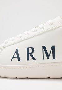 Armani Exchange - Zapatillas - optical white/navy - 5