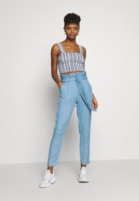 Vero Moda - VMEVA PAPERBAG PANT  - Bukse - light blue denim - 1