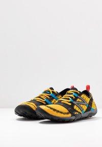 New Balance - MINIMUS - Obuwie do biegania neutralne - yellow - 2