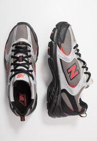 New Balance - MR530 - Sneakersy niskie - black/red - 2