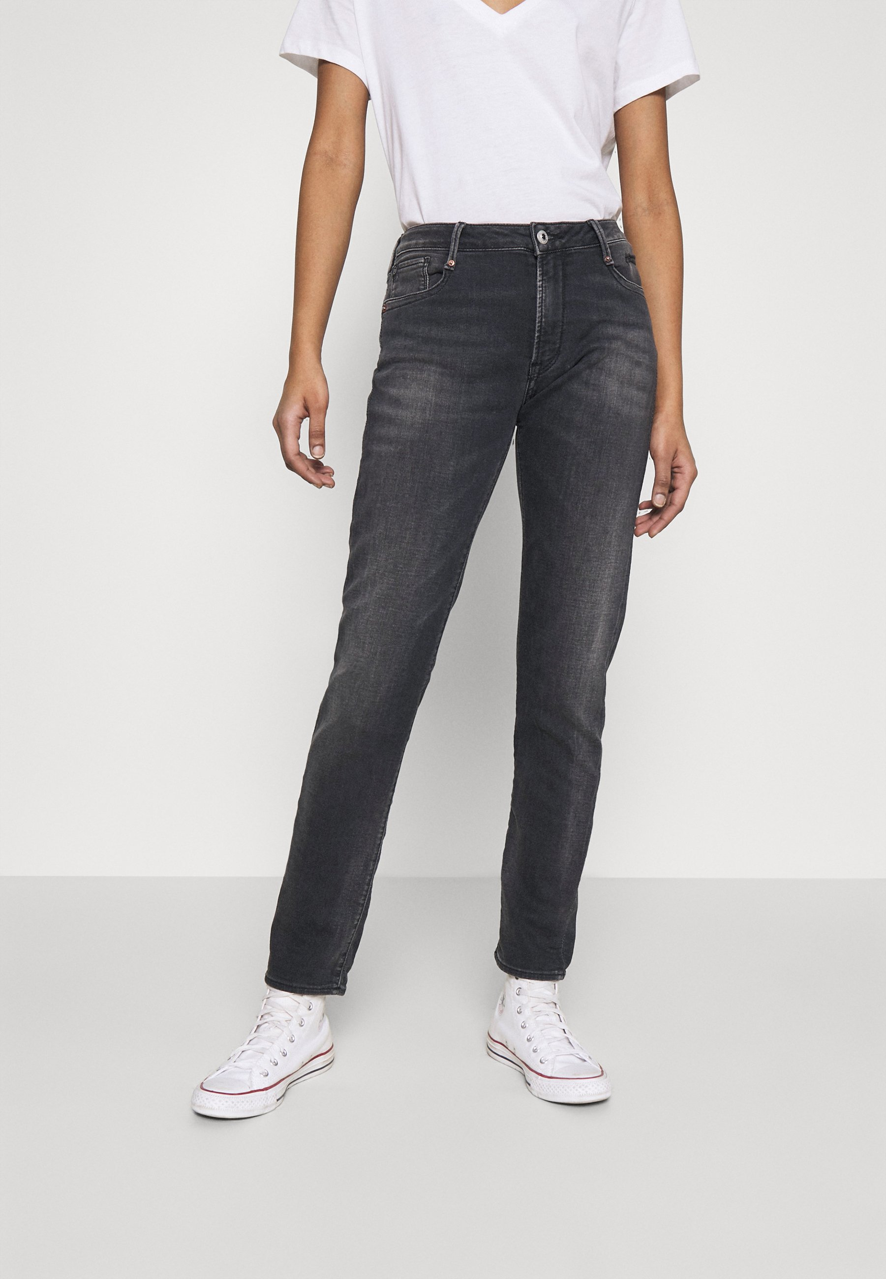 Women Jeans Tapered Fit