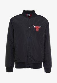 NBA TEAM LOGO JACKET CHICAGO BULLS - Klubové oblečení - black