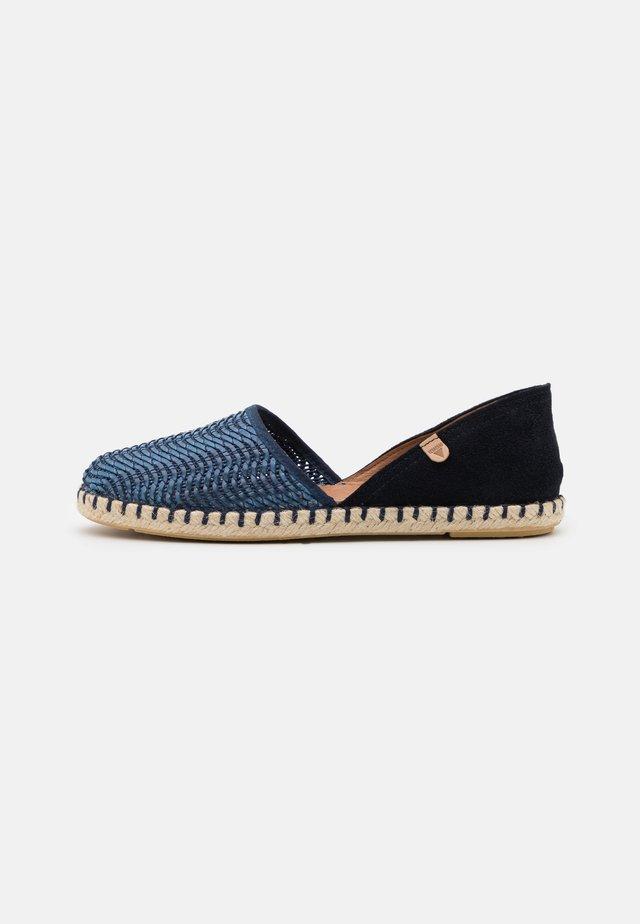 CARMEN - Loafers - lato/marino