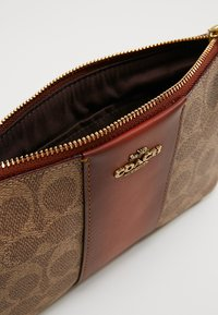 Coach - COATED SMALL WRISTLET - Wallet - tan rust - 6