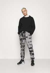 YOURTURN - Pantalones deportivos - black - 1