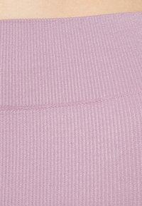 Even&Odd - SEAMLESS RIB CYCLING SHORTS - Shorts - purple - 4