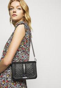 Rebecca Minkoff - CHEVRON QUILTED MINI LOVE SHOULDER - Across body bag - black - 0