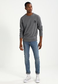 Diesel - UMLT-WILLY SWEAT-SHIRT - Sweater - grau - 1