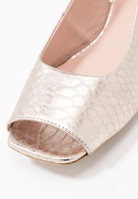 L37 WIDE FIT - LAZY MORNING - Sandals - gold - 2