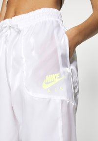 Nike Sportswear - Pantalones deportivos - white/volt - 4
