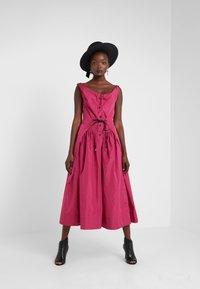 Vivienne Westwood Anglomania - NEW SATURDAY DRESS - Maxi dress - fuschia - 1
