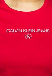 Calvin Klein Jeans Plus - ROUND TEE - Print T-shirt - red - 4