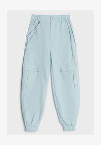 Bershka - MIT KETTE - Trousers - light blue - 4