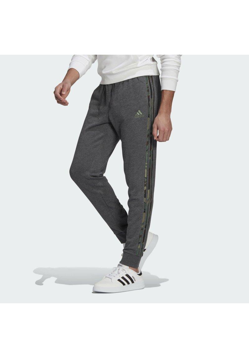 adidas Performance - COMOUFLAGE PT ESSENTIALS SPORTS REGULAR PANTS - Tracksuit bottoms - grey