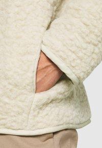 Weekday - CHEN PILE JACKET UNISEX - Winter jacket - beige - 4