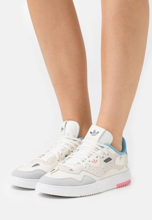 SUPERCOURT STYLE  - Sneakers laag - core white/footwear white/haze blue