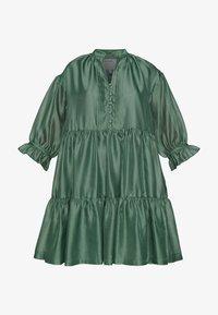DESIGNERS REMIX - ENOLA RUFFLE DRESS - Vestido de cóctel - dusty green - 5