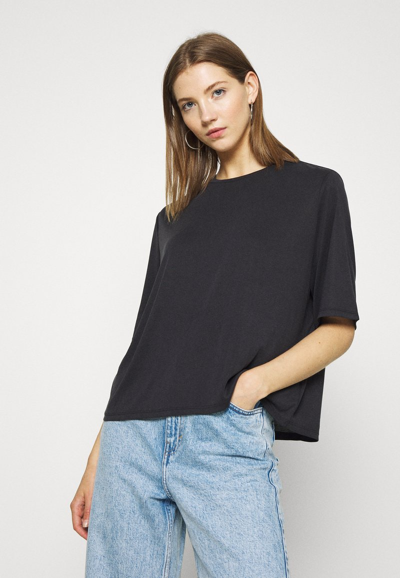 Monki - DORA - Basic T-shirt - black