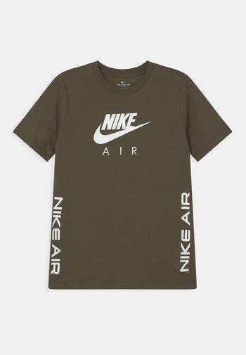 TEE AIR - Print T-shirt - cargo khaki