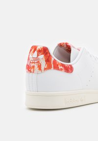adidas Originals - STAN SMITH UNISEX - Baskets basses - footwear white/offwhite/core black - 5