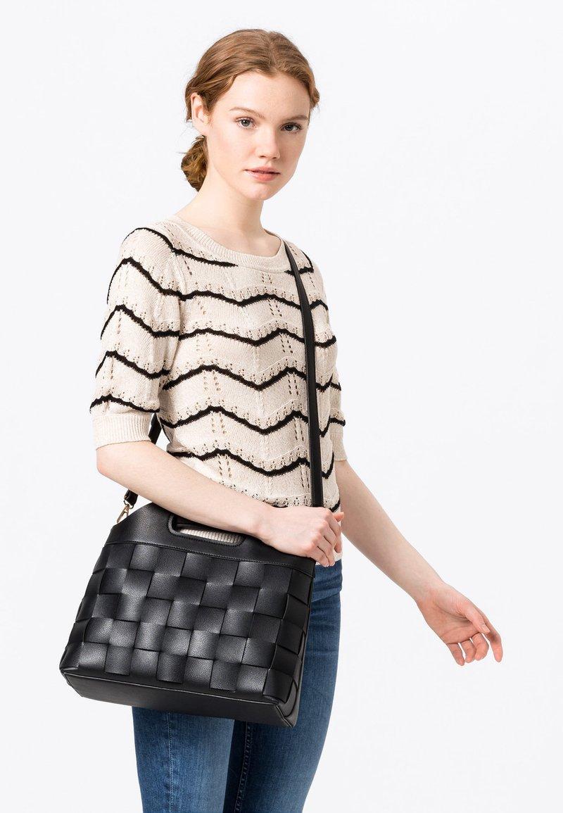 HALLHUBER - FLECHTOPTIK - Handbag - schwarz