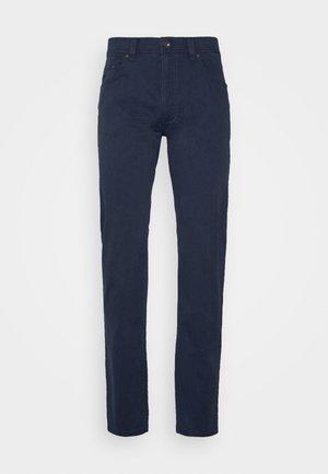 BROKEN TWILL TROUSER - Trousers - navy