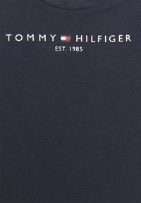 Tommy Hilfiger - BABY ESSENTIAL TEE UNISEX - Print T-shirt - twilight navy - 2