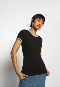 Calvin Klein Jeans - LOGO TRIM - Print T-shirt - black - 3