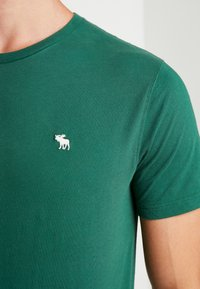 Abercrombie & Fitch - POP ICON CREW - T-Shirt basic - pine green - 5