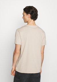 Weekday - DARK - T-shirt - bas - beige - 2