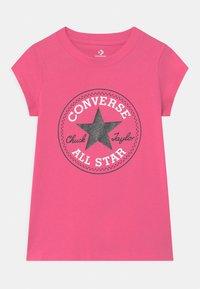Converse - CHUCK PATCH  - T-shirt z nadrukiem - mod pink - 0