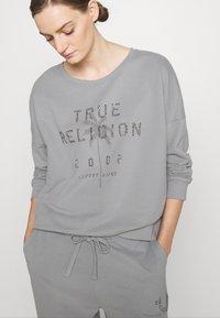 True Religion - PANT HORSESHOE WITH FROST - Teplákové kalhoty - frost - 3