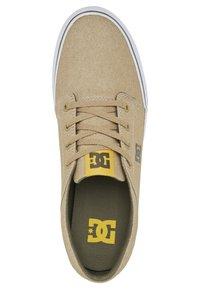 DC Shoes - TRASE SE - Baskets basses - brown/dk olive - 1