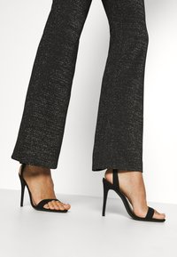 ONLY - ONLPAIGE FLARED GLITTER PANT - Trousers - black - 3