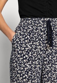 Lindex - TROUSERS BELLA CROPPED - Pantalones - navy - 3