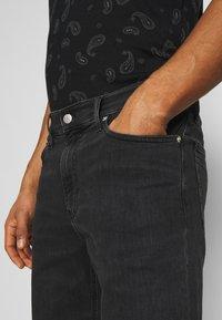 Calvin Klein Jeans - Denim shorts - denim black - 4