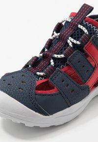 Geox - VANIETT - Chodecké sandály - navy/red - 2