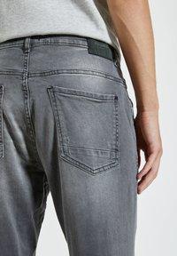 PULL&BEAR - Zúžené džíny - grey - 5