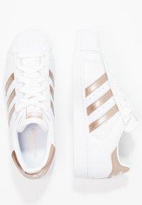adidas Originals - SUPERSTAR - Sneakers laag - footwear white/cyber metallic - 1