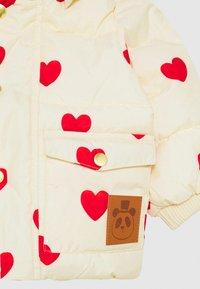 Mini Rodini - BABY HEARTS PICO PUFFER JACKET - Winter jacket - offwhite - 3