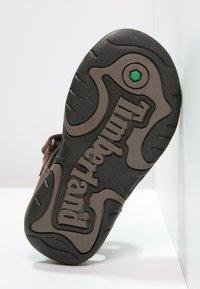 Timberland - OAK BLUFFS - Sandals - dark brown - 4