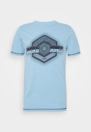 JCOLOGO-UNIVERSE TEE CREW NECK - Camiseta estampada - dusk blue