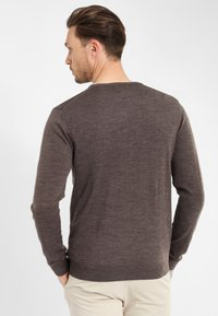 PROFUOMO - Jumper - brown - 2